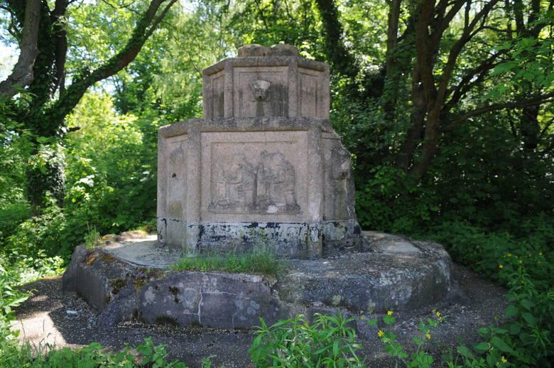 Tak dziś prezentują się szczątki fontanny