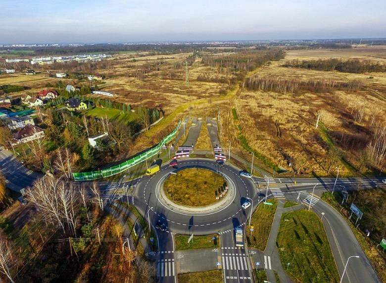 Co dalej ze wschodnią obwodnicą Wrocławia? Kiedy robotnicy pojawią się na terenie budowy trasy, która od kilku lat powstaje w bólach? Przypomnijmy, że