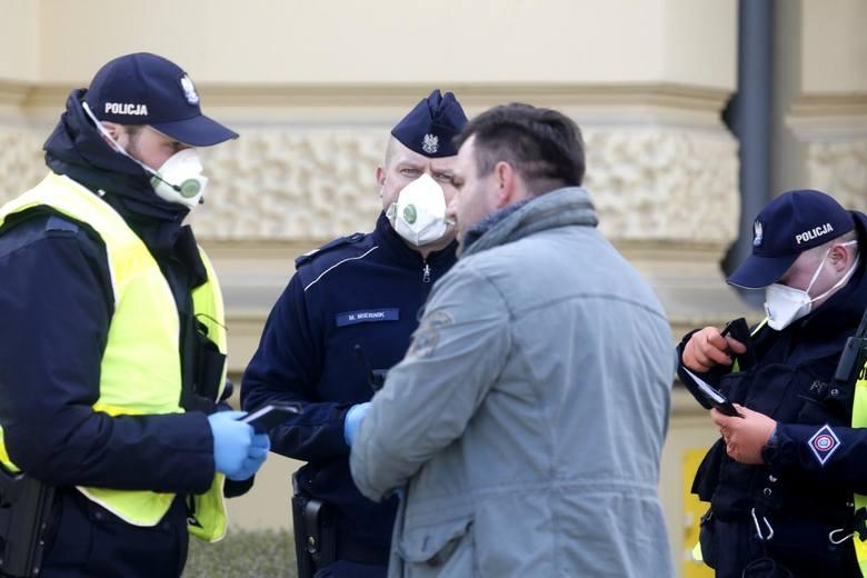 1 kwietnia w Polsce weszły w życie kolejne ograniczenia i zasady w związku z epidemią koronawirusa. Za złamanie zakazów grozi kara od 5 do nawet 30 tys.