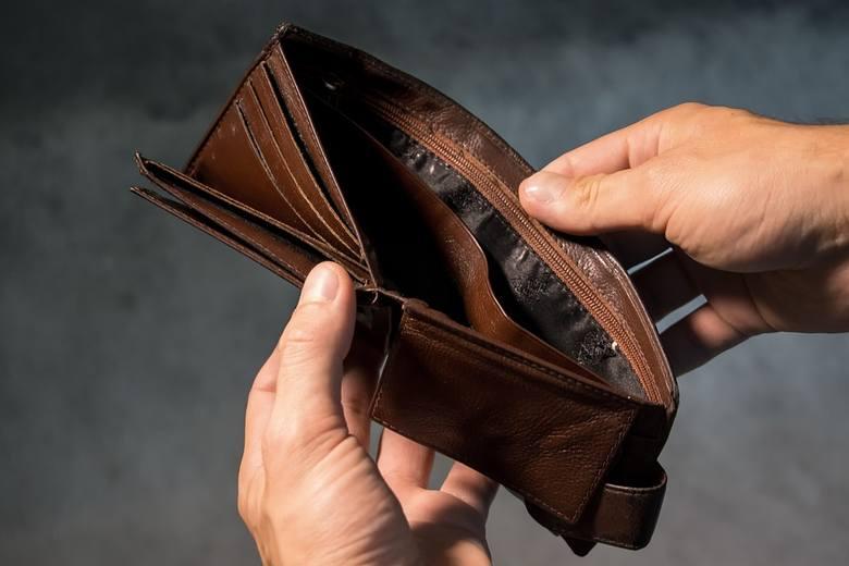 Kolejnym jest brak możliwości spłaty zobowiązań z powodu drastycznej zmiany sytuacji życiowej - choroby własnej lub bliskiej osoby, utraty pracy, a nawet rozwodu.