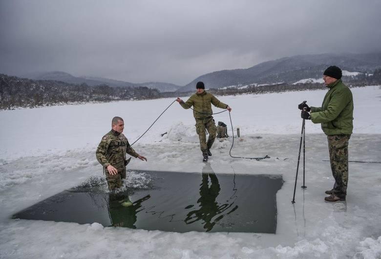 Zakończył się kurs zimowy dla żołnierzy 21. Brygady Strzelców Podhalańskich. Szkolenie przeprowadzone zostało w rejonie Jeziora Solińskiego i miało na