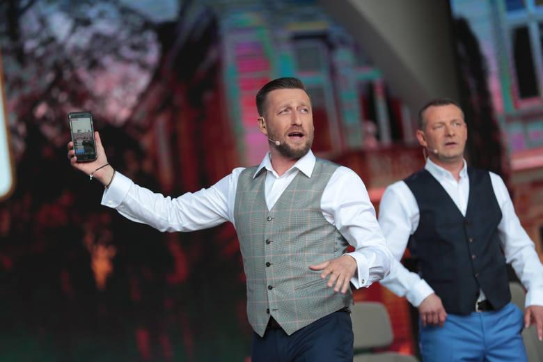 23 czerwca 2019 r. na scenie amfiteatru w Zielonej Górze bawiły przede wszystkim formacje Zielonogórskiego Zagłębia Kabaretowego: Nowaki (również jako