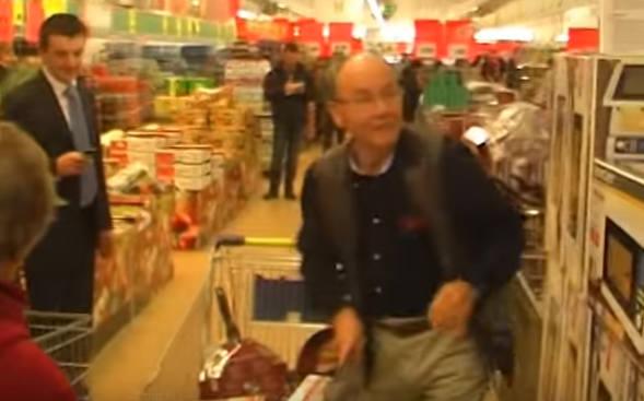 Edward Małyszewicz z Koszalina miał 5 minut na zapełnienie dużego koszyka sklepowego. Wszystko, co zgarnął ze sklepowych półek, dostał za darmo. To była