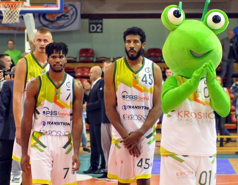 Miasto Szkła Krosno przegrało z Rosą Radom 73:97 (17:21, 15:24, 24:27, 17:25) na inaugurację nowego sezonu Polskiej Ligi Koszykówki.