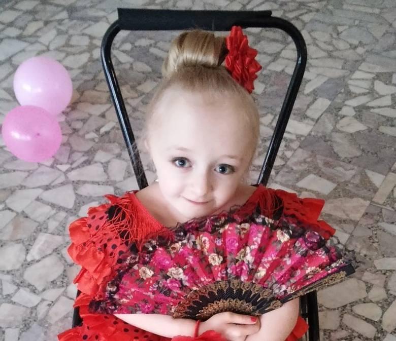 Wiktoria Klińska w karnawałowym stroju brała udział w jednej z naszych zabaw. Wybieraliśmy miss i mistera karnawału