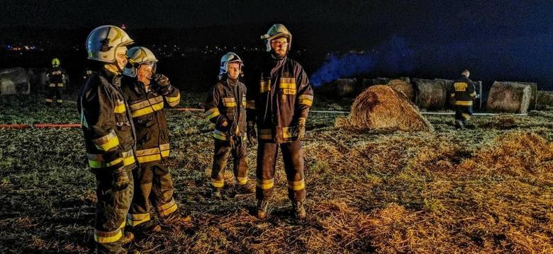 Pożar słomy trwał prawie 9 godzin. Gasiło go 58 strażaków