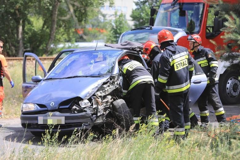 We wtorek ok. godz. 12 na osiedlu Grębocin policjanci z toruńskiej drogówki próbowali zatrzymać do rutynowej kontroli samochód renault scenic. Kierujący