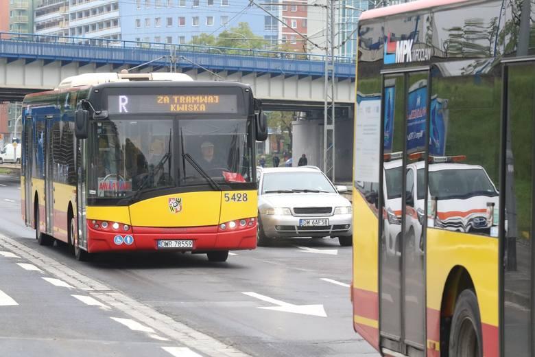 """""""Gorące"""" przyciski zostaną one uruchomione w ponad 200 autobusach. W części starszych pojazdów MPK system nie może funkcjonować. W"""