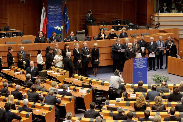 """Jerzy Buzek: """"W czasie pandemii najważniejsze są odpowiedzialność i wspólnota działań"""""""