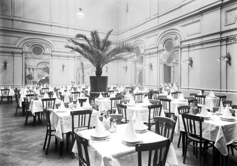 Sala restauracyjna Grand Hotelu.