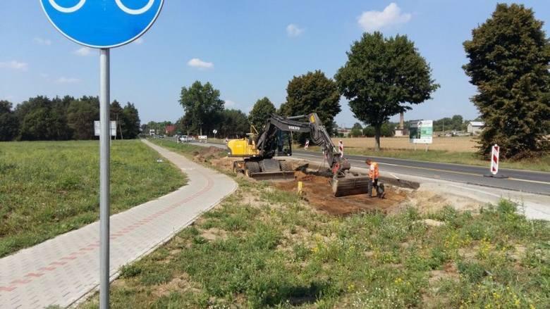 W pobliżu nowo powstałej stacji paliw właśnie ruszyły prace związane z przebudową skrzyżowania i budową lewoskrętu.Na przebudowę drogi krajowej nr 32