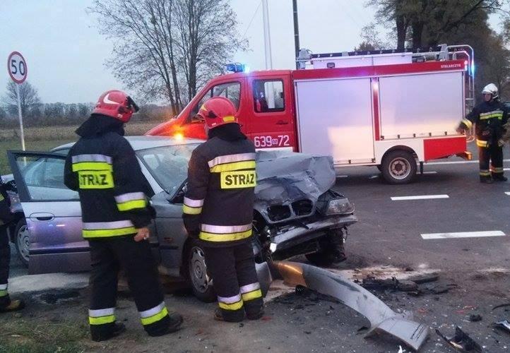 Wypadek w miejscowości Kopce w powiecie mogileńskim. Na drodze krajowej nr 15 zderzyły się trzy pojazdy: samochód osobowy, autobus przewożący dzieci