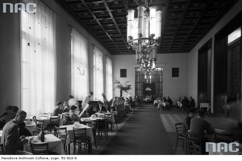 Widok ogólny sali restauracyjnej