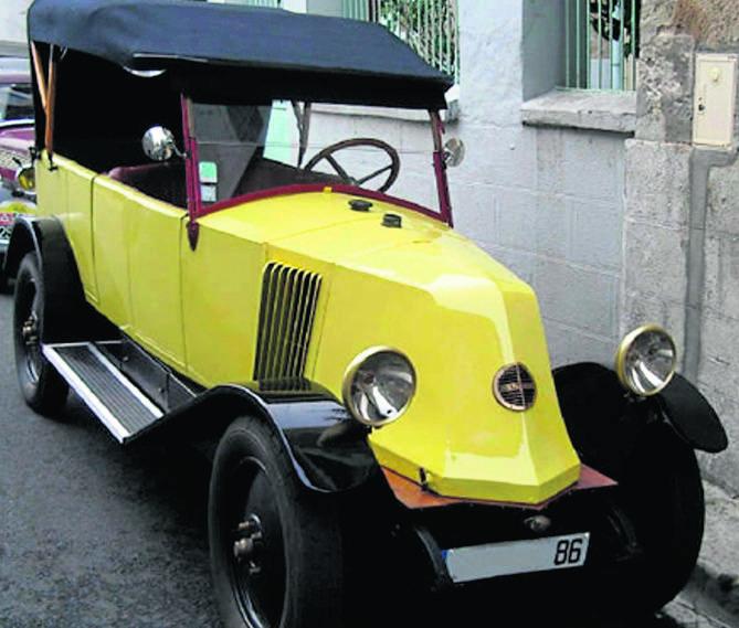 Autosalon. Zielone Bugatti i żółty Renault