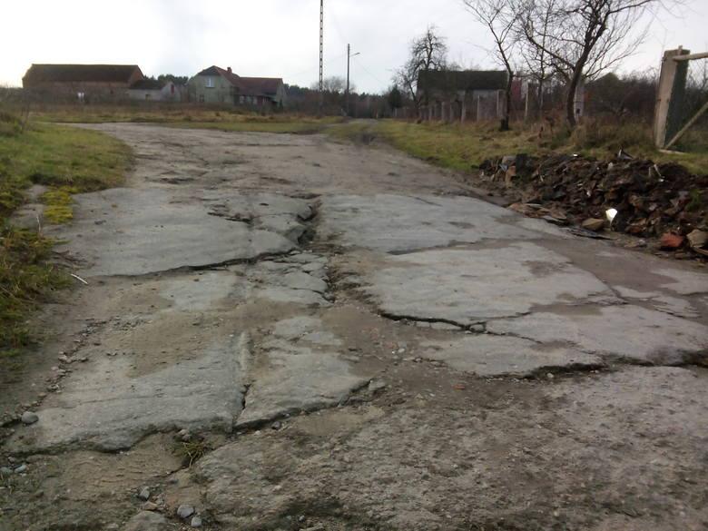 - Proszę o zainteresowanie się stanem ulicy Objazdowej w miejscowości Sobolice i łączącej się z nią ulicy Kościelnej w Drągowinie (gmina Nowogród Bobrzański)