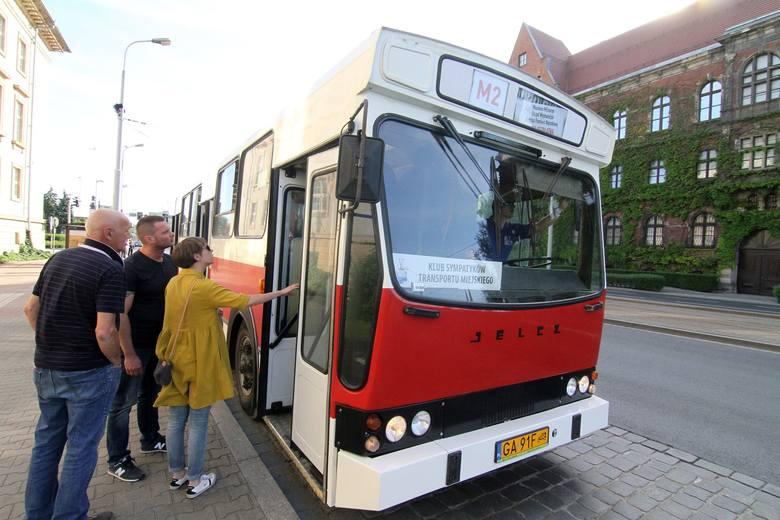 Sporo chętnych na przejazd starymi autobusami i tramwajami [ZDJĘCIA]