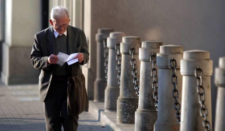 Emeryci i renciściSama emerytura nie ma wzrosnąć (poza sumą wynikającą z waloryzacji), ale zgodnie z zapowiedziami być może w 2019 r. otrzymają 13. emeryturę