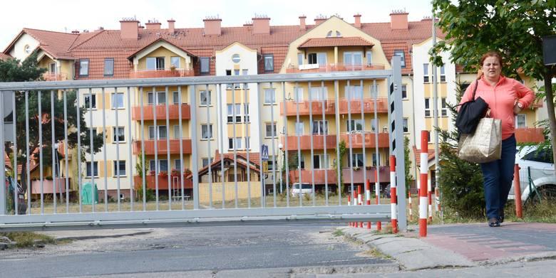 Mieszkanka osiedla Zdrojowego, Małgorzata Świątek, zastanawia się, czy pogotowie zna kody do bram