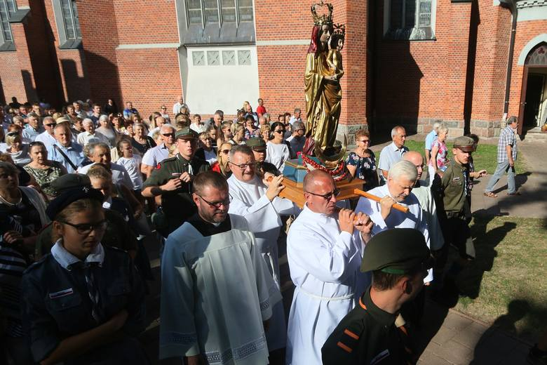 Odpust w Wąwolnicy. Tłumy wiernych zjechały do sanktuarium Matki Bożej Kębelskiej. Zobacz zdjęcia