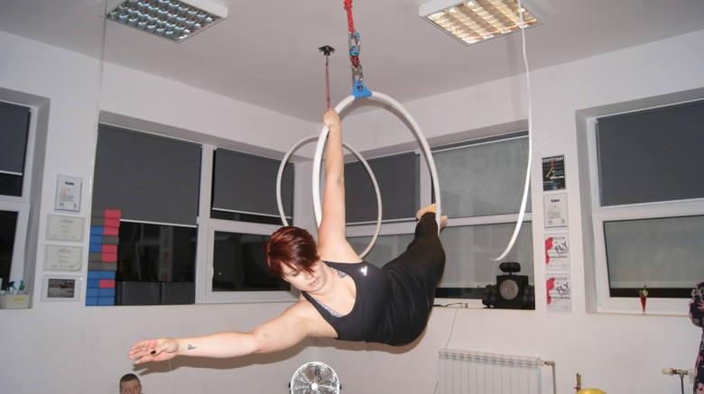 Trzecie urodziny Let's Dance Studio w Skierniewicach 2 lutego Let's Dance Studio w Skierniewicach obchodziło swoje trzecie urodziny. Podczas spotkania w studiu nie zabrakło darmowych lekcji pokazowych, <br /> yoga wheel, kangoo dance i pole dance.   O godzinie 18.30 rozpoczęły się pokazy Aerial...