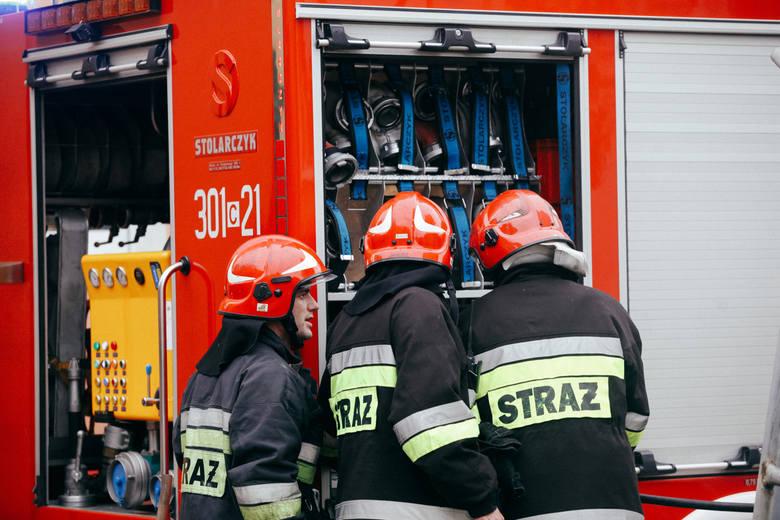 Podajemy zarobki brutto strażaków, a także średnie dodatki służbowe i kwoty podwyżek (dane na koniec 2017 roku). Informacje  otrzymaliśmy z Komendy Wojewódzkiej