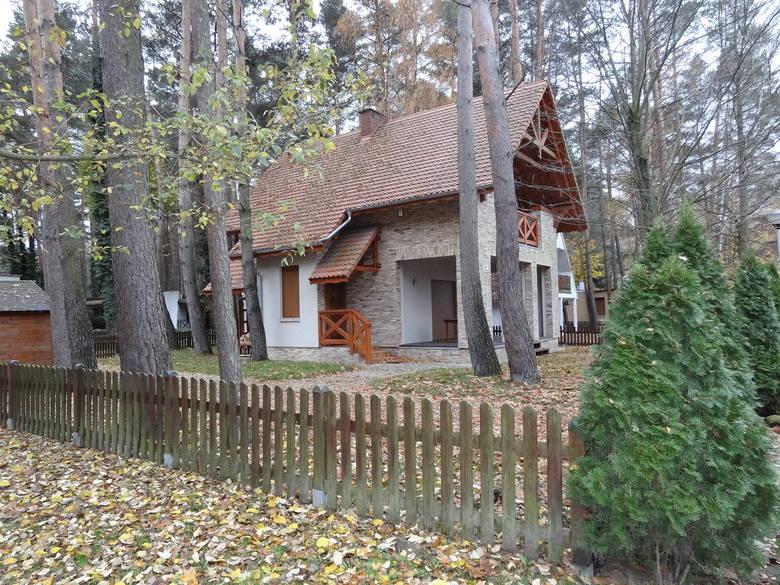 Wiele domków przykuwa uwagę swym ładnym wyglądem.