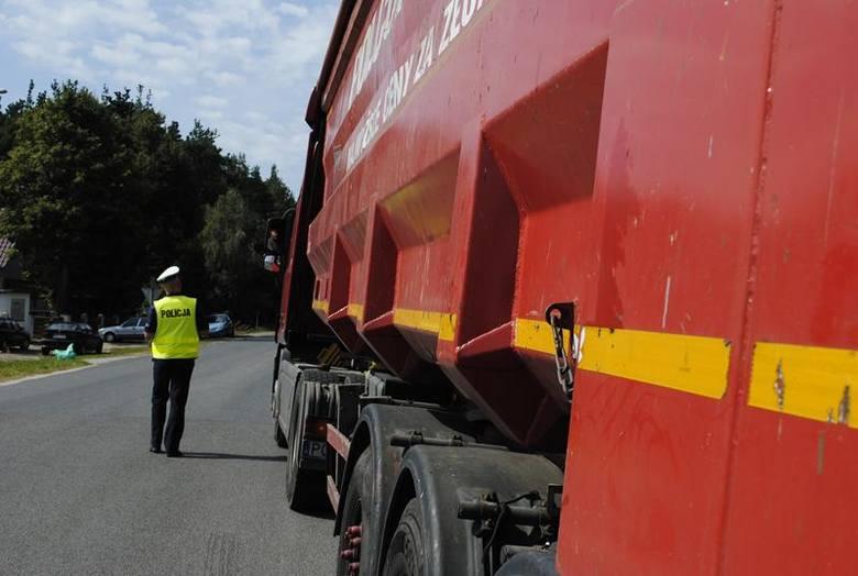 """We wtorek 8 października policjanci z Krosna Odrzańskiego i Gubina realizowali na drogach naszego powiatu działania """"Truck & Bus"""""""