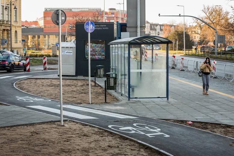 Zakończyły się prace przy budowie drogi rowerowej na ulicy Focha od ronda Grunwaldzkiego do mostu Solidarności. Powstał też tam nowy nowy chodnik oraz zatoka autobusowa. Ścieżka łączy się z niedawno oddano trasą w ciągu ulicy Kruszwickiej.<br /> Obecnie trwają prace odbiorowe wykonanych prac...