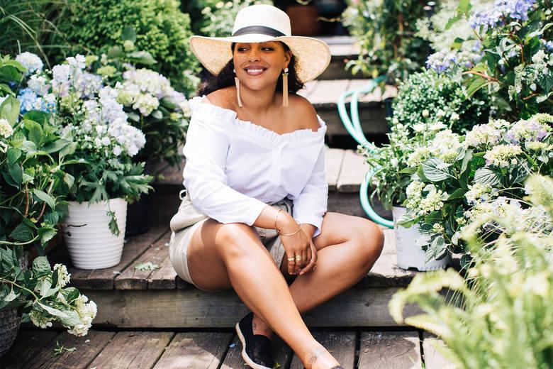 Paloma Elsesser prezentuje letnie zestawyWakacyjne stylizacje Palomy Elsesser pokazują, jak pięknie i seksownie mogą wyglądać kobiety o pełniejszych