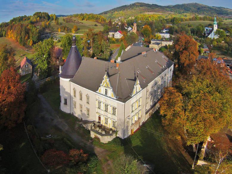 Pałac w Czernicy jest dziś własnością prywatną. Jest jednak możliwość jego zwiedzenia, po uprzednim umówieniu się z właścicielem rezydencji