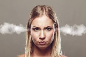 Zespół napięcia przedmiesiączkowego może nasilać objawy alergii. Winowajcą jest podwyższony poziom hormonów, m.in. estrogenu. To z jego powodu wiele