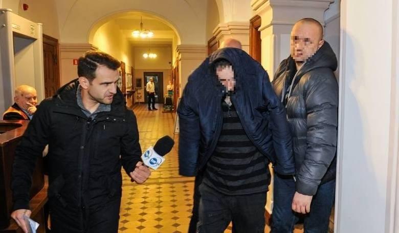 Krzysztof G., były już policjant z Brodnicy, nie tylko ma proces przed sądem o gwałt na komendzie, ale i nowe zarzuty seksualnego wykorzystania 4 kolejnych