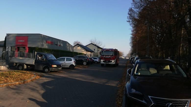 Koszalińska straż pożarna w sobotę rano została wezwana na ulicę Kamieniarską do pożaru budynku, w którym mieścił się m.in. sklep ze zniczami. W akcji