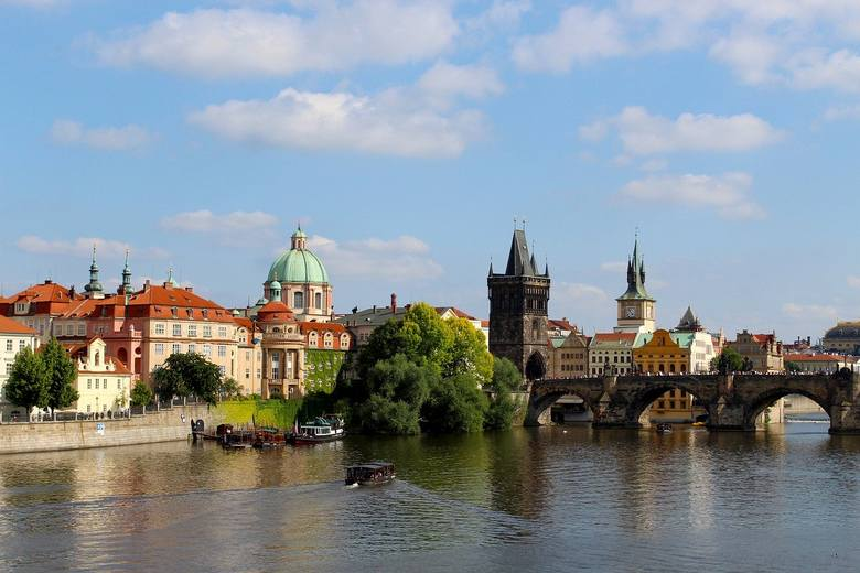 Czechy. Zakaz wychodzenia z domu bez maseczki lub chusty