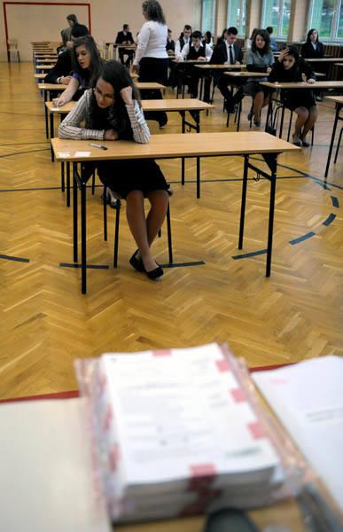 Przemyscy gimnazjaliści piszą egzaminUczniowie III klas Gimnazjum nr 3 w Przemyślu podczas egzaminu humanistycznego, 27 bm. Ten pierwszy tak powazny