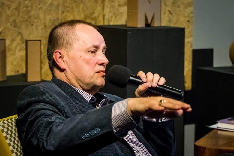 Pan Krzywonos mnie nie denerwuje, raczej śmieszy - mówi Krzysztof Strycharski, mąż słynnej tramwajarki