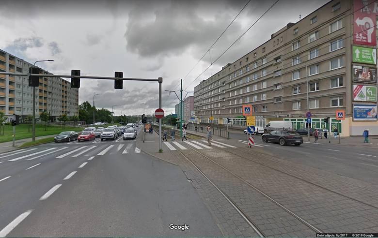 Do tragicznego zdarzenia doszło koło przystanku na skrzyżowaniu ul. Hetmańskiej i Rolnej. 29-letni motorniczy nie zatrzymał się na przystanku i wjechał