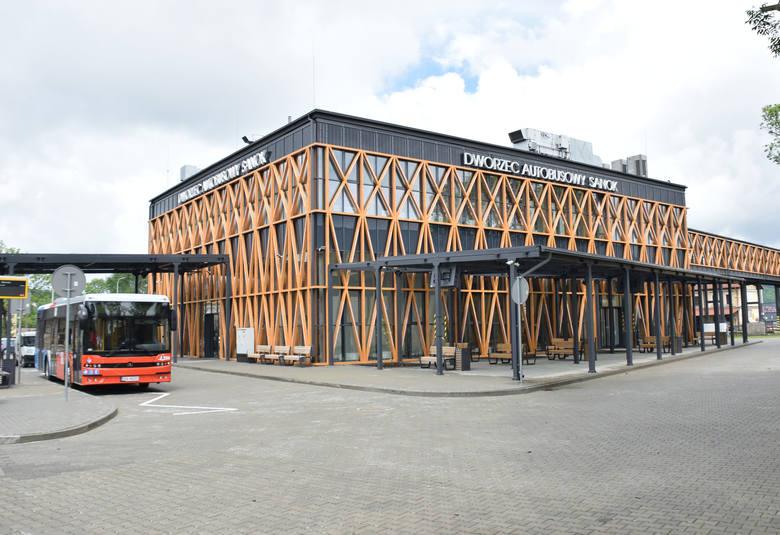Dworzec przy ul. Lipińskiego ma być punktem skupiającym cały transport autobusowy i ruch pasażerski. Budowa nowoczesnego obiektu dobiegła końca. W czwartek