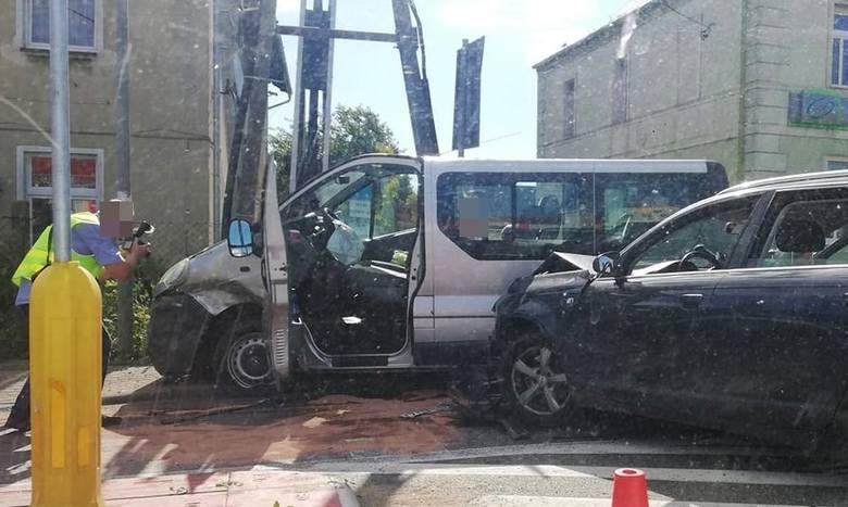Wypadek busa z czwórką dzieci w środku. Ojciec celowo ich staranował?