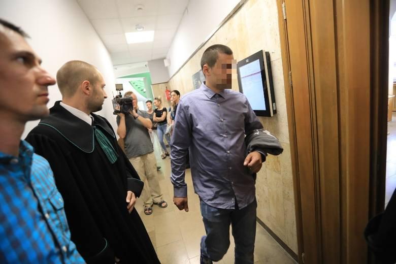 Zanim doszło do tragedii w Steklinku, Stanisław G. był już dwukrotnie karany sądownie. W 2014 roku, nie mając uprawnień, jechał samochodem pod wpływem alkoholu. Sąd Rejonowy w Lipnie skazał go za to na 8 miesięcy pozbawienia wolności w zawieszeniu i zakazał kierowania pojazdami mechanicznymi. <br...