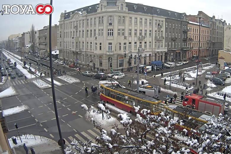 Wypadek miał miejsce w środę, 6 lutego, na skrzyżowaniu al. T. Kościuszki i ul. A. Struga. Po godz. 10 piesza została potrącona tam przez tramwaj jadącym