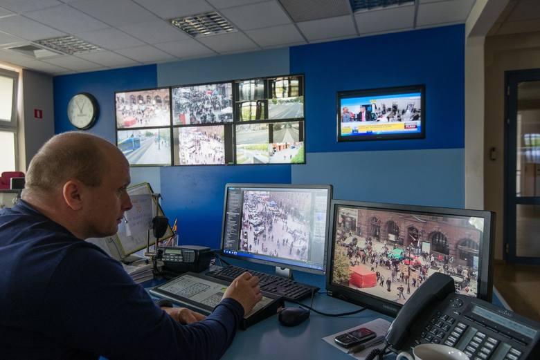 Aż w 17 miejscach w Toruniu działają kamery miejskiego monitoringu. Zobacz gdzie patrzy na ciebie czujne oko Wielkiego Brata! Oto nasz zestawienie: kamery