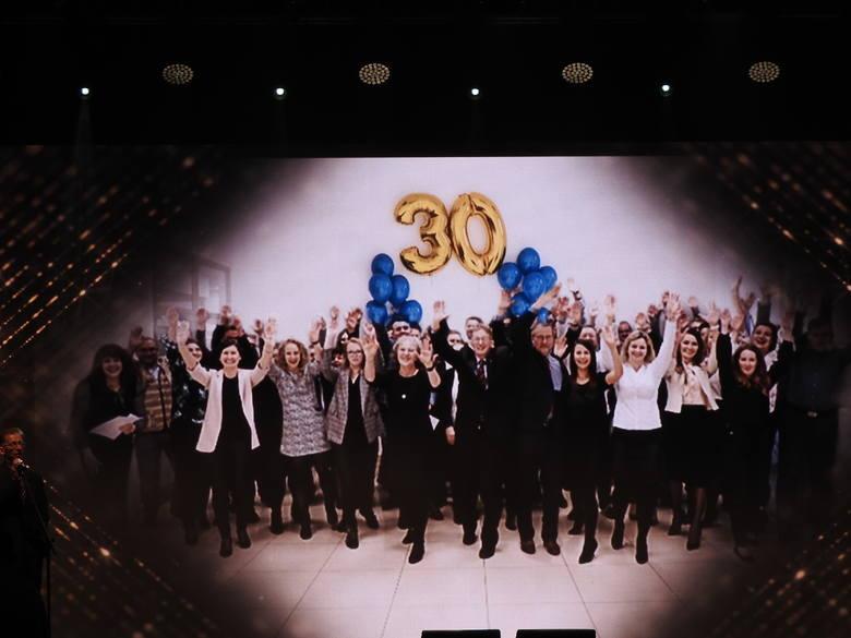 Podczas gali 30-lecie świętowała też firma T-Matic Grupa Computer Plus. Prezes firmy Wojciech Winogrodzki mówił o historii firmy prezentując film, jak