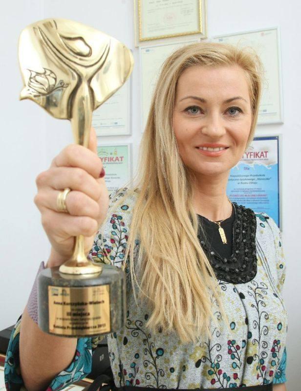 - Jestem dumna z tytułów trzeciej kobiety przedsiębiorczej i drugiej w powiecie buskim. Statuetka zajmuje w moim gabinecie honorowe miejsce – mówi Anna