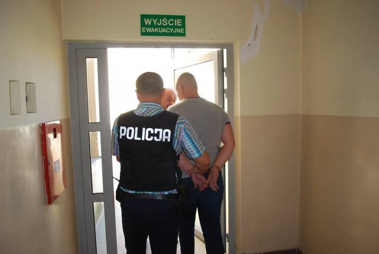 """Oszukał kobietę z Rzeszowa """"na policjanta"""". Wpadł w ręce prawdziwej policji [ZDJĘCIA]"""