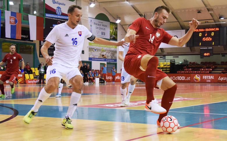 W Krośnie rozpoczął się trzydniowy Turniej Państw Wyszehradzkich. W swoim pierwszym spotkaniu Polska przegrała ze Słowacją 1:2. Polska - Słowacja 1:2