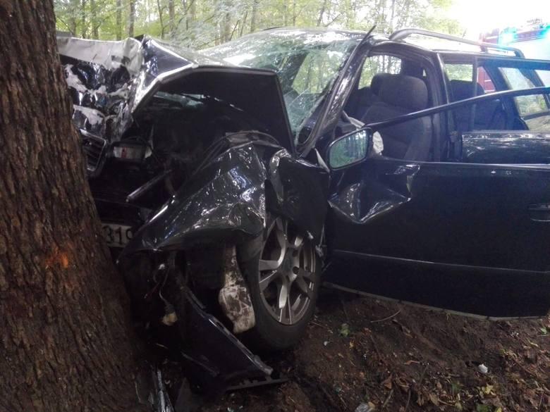 Na trasie Tychowo - Koszalin (droga nr 167, powiat białogardzki) w miejscowości Słonino doszło do groźnie wyglądającego wypadku drogowego z udziałem