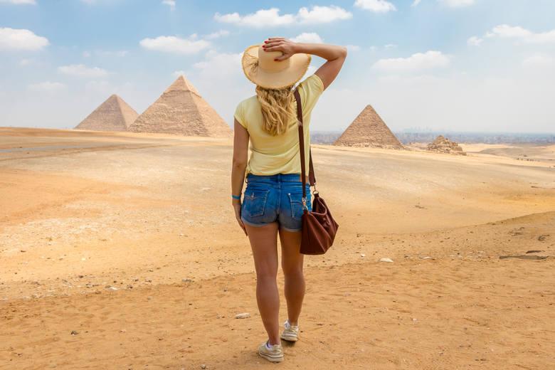 Egipt, KairEgipt to jeden z bardziej popularnych kierunków turystycznych, szczególnie wśród Polaków. Przyjezdnych przyciągają przede wszystkim piramidy