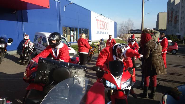 """Grupa Motocyklowe Mysłowice już po raz trzeci zorganizowała akcję """"Moto Mikołaje"""", jej celem jest  w dniu Świętego Mikołaja obdarowywanie wszystkich"""