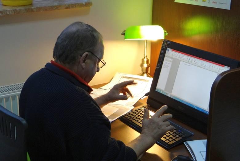 Michałowo. Gminna biblioteka urządziła kurs obsługi komputera dla seniorów (zdjęcia)